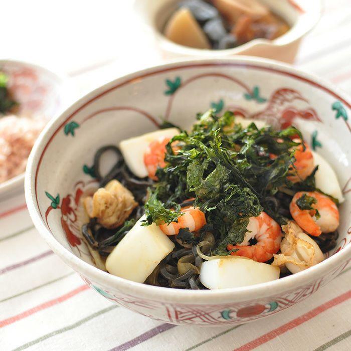 イカスミ入り麺の海賊焼(塩焼きそば)